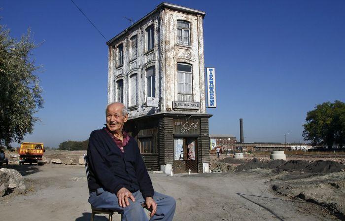 雖然他是法國北部剛剛成為魯貝舊鄰居的唯一常設建築,但在過去的46年裡,Salah Oudjani拒絕出售他曾經工作的咖啡館